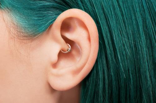 piercing pentru urechi pentru migrene și pierdere în greutate)